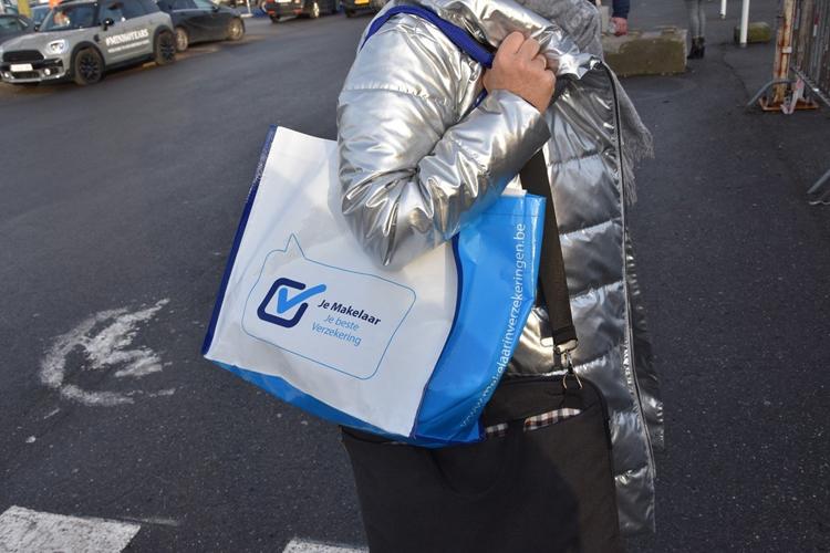 Autosalon 2019 20.000 tassen van Je Makelaar
