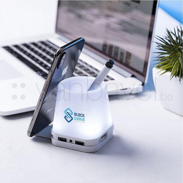 Hub USB avec porte-stylo et porte-smartphone avec éclairage LED