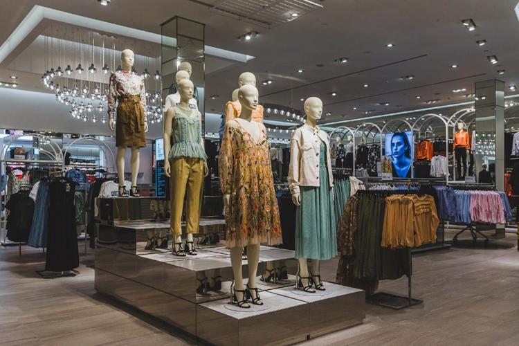 Generation Z koopt online en in fysieke winkels