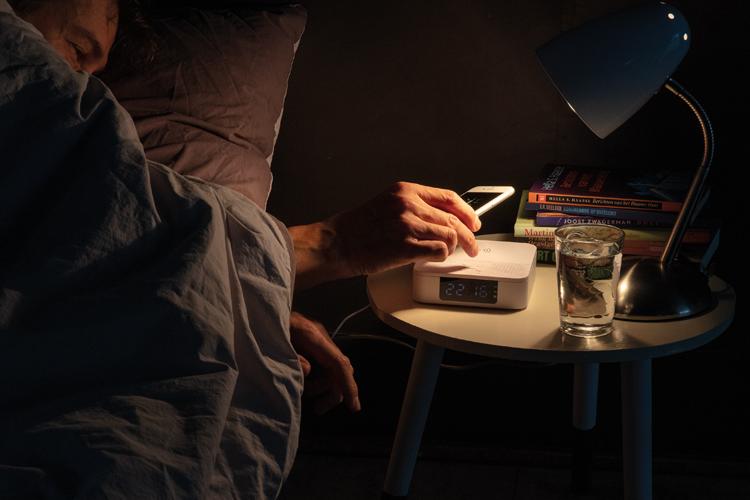 Draadloze opladerspeaker met digitale klok