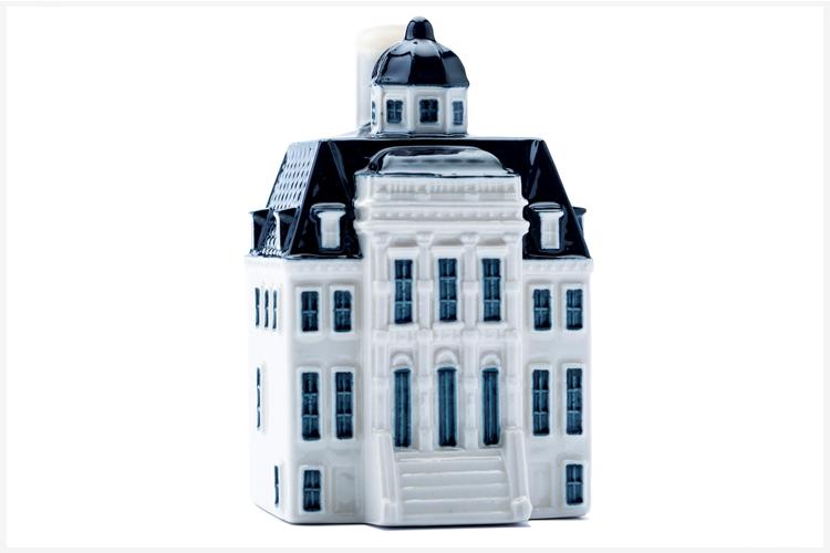 KLM viert 100 jaar met Delfts blauw mininatuurhuisje