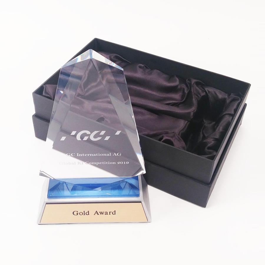Kristallen trofee met logo